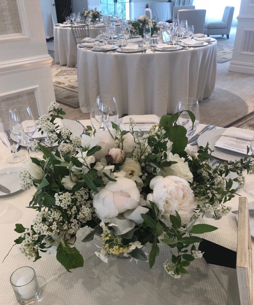 stunning garden style centerpieces for a wedding reception